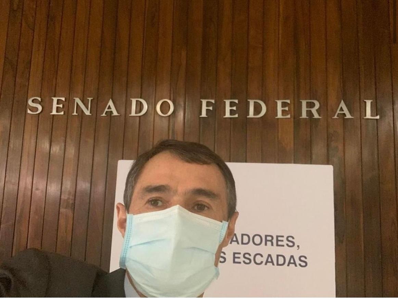 Uma foto vale mais que mil palavras: Romero diz tudo sem precisar dizer nada; assista o comentário de Fabiano Gomes sobre o que diz a imagem do ex-prefeito nas redes sociais