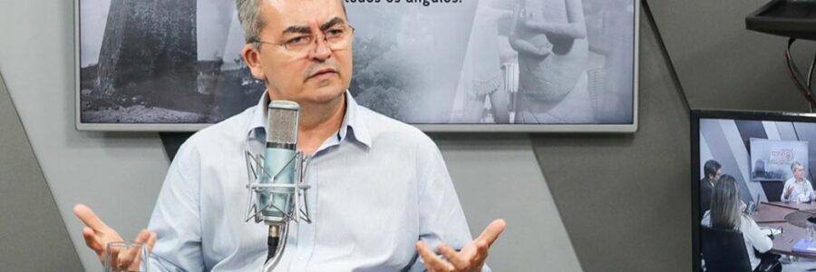 Flávio Lúcio fala dos desafios do novo programa de rádio 'MeiaDúziaDeTrêsOuQuatro'; ouça